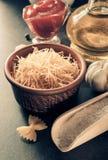 Συστατικό ζυμαρικών και τροφίμων στον πίνακα στοκ φωτογραφία με δικαίωμα ελεύθερης χρήσης