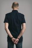 Συλλήφθείτ καυκάσιο άτομο με τις χειροπέδες Στοκ Φωτογραφία
