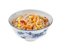 Συλλαβισμένη σαλάτα με τα δημητριακά και τις ελιές πιπεριών καρότων tunna στοκ φωτογραφίες με δικαίωμα ελεύθερης χρήσης