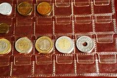 Συλλογή λευκωμάτων νομισμάτων από τις διαφορετικές χώρες Στοκ Εικόνα