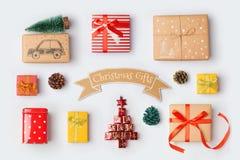 Συλλογή κιβωτίων δώρων Χριστουγέννων για τη χλεύη επάνω στο σχέδιο προτύπων επάνω από την όψη Στοκ εικόνες με δικαίωμα ελεύθερης χρήσης