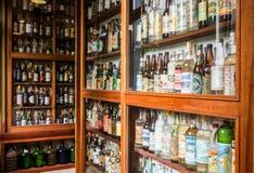 Συλλογή μπουκαλιών οινοπνεύματος Cachaca στη Βραζιλία Στοκ φωτογραφία με δικαίωμα ελεύθερης χρήσης