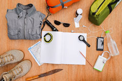 Συλλογή του ταξιδιού, στρατοπέδευση, σακίδιο πλάτης για την εξερεύνηση στοκ εικόνα
