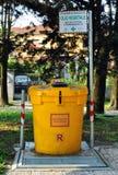 Συλλογή του χρησιμοποιημένου φυτικού ελαίου στην Ιταλία Στοκ Φωτογραφίες