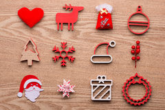 Συλλογή των αντικειμένων Χριστουγέννων στο ξύλινο υπόβαθρο Στοκ Εικόνες