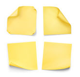 Συλλογή των κίτρινων αυτοκόλλητων ετικεττών με κατσαρωμένος στοκ εικόνα με δικαίωμα ελεύθερης χρήσης