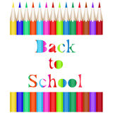 Συλλογή των χρωματισμένων μολυβιών Η χαρασμένη επιγραφή πίσω στο σχολείο ελεύθερη απεικόνιση δικαιώματος