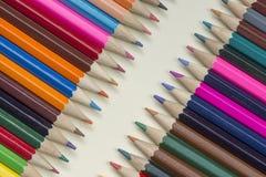 Συλλογή των χρωματισμένων ξύλινων μολυβιών στοκ φωτογραφίες