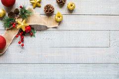 Συλλογή Χριστουγέννων, πέρα από το ξύλινο υπόβαθρο Στοκ φωτογραφία με δικαίωμα ελεύθερης χρήσης