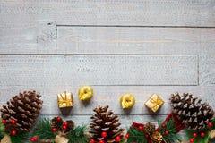 Συλλογή Χριστουγέννων, πέρα από το ξύλινο υπόβαθρο Στοκ Φωτογραφία