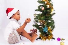 συλλογή Χριστουγέννων παιχνιδιού αγοριών Στοκ Φωτογραφία