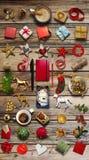 Συλλογή Χριστουγέννων, δώρα και διακοσμητικές διακοσμήσεις φωτογραφία Στοκ Εικόνα