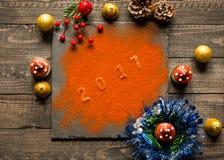 Συλλογή Χριστουγέννων, δώρα και διακοσμητικές διακοσμήσεις, Στοκ εικόνα με δικαίωμα ελεύθερης χρήσης