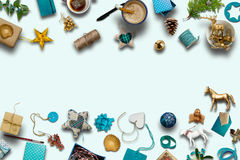 Συλλογή Χριστουγέννων, δώρα και μπλε διακοσμητικές διακοσμήσεις Phot Στοκ φωτογραφία με δικαίωμα ελεύθερης χρήσης