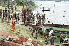 Συλλογική θέση που λούζει στον ποταμό Buriganga, Dhaka στοκ εικόνες