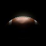 Σφαίρα αμερικανικού ποδοσφαίρου στο μαύρο υπόβαθρο Στοκ Εικόνες