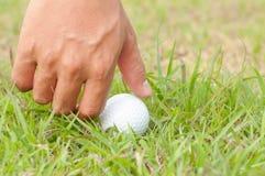 Σφαίρα γκολφ εκμετάλλευσης προσώπων Στοκ Εικόνες