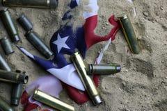 Σφαίρα και αμερικανική σημαία στον πόλεμο άμμου Στοκ εικόνες με δικαίωμα ελεύθερης χρήσης