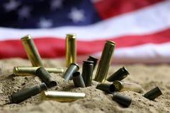 Σφαίρα και αμερικανική σημαία στον πόλεμο άμμου Στοκ Εικόνα