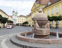 Σφαίρα και διαγώνιο άγαλμα σε Szekesfehervar, Ουγγαρία Στοκ εικόνα με δικαίωμα ελεύθερης χρήσης