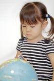 Σφαίρα και ιαπωνικό κορίτσι Στοκ Εικόνες