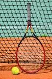 Σφαίρα και ρακέτα αντισφαίρισης Στοκ Εικόνες