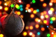 Σφαίρα και φω'τα Χριστουγέννων νέο έτος ανασκόπησης Στοκ Εικόνα