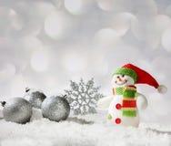 Σφαίρα και χιονάνθρωπος Χριστουγέννων Στοκ Φωτογραφία