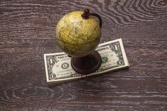 Σφαίρα και χρήματα Στοκ φωτογραφία με δικαίωμα ελεύθερης χρήσης