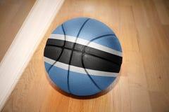 Σφαίρα καλαθοσφαίρισης με τη εθνική σημαία της Μποτσουάνα Στοκ Εικόνες
