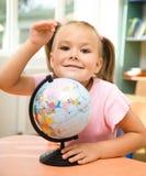 σφαίρα κοριτσιών λίγο παι&ch Στοκ εικόνα με δικαίωμα ελεύθερης χρήσης