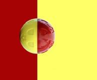 Σφαίρα παιχνιδιών στο κόκκινο και κίτρινο υπόβαθρο στοκ εικόνες