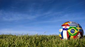 Σφαίρα ποδοσφαίρου ομάδων της Βραζιλίας για την αθλητική εκδήλωση της Ρωσίας στοκ φωτογραφία