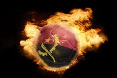 Σφαίρα ποδοσφαίρου με τη σημαία της Ανγκόλα στην πυρκαγιά Στοκ εικόνα με δικαίωμα ελεύθερης χρήσης