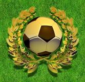 Σφαίρα ποδοσφαίρου ποδοσφαίρου στο χρυσό στεφάνι δαφνών Στοκ Φωτογραφίες