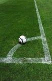 Σφαίρα ποδοσφαίρου στον τομέα Στοκ εικόνες με δικαίωμα ελεύθερης χρήσης