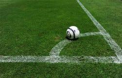 Σφαίρα ποδοσφαίρου στον τομέα Στοκ εικόνα με δικαίωμα ελεύθερης χρήσης
