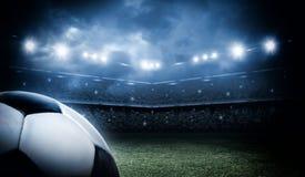 Σφαίρα ποδοσφαίρου στο στάδιο Στοκ εικόνα με δικαίωμα ελεύθερης χρήσης