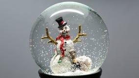 Σφαίρα χειμερινού χιονιού με το χιονάνθρωπο φιλμ μικρού μήκους