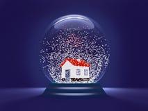 Σφαίρα Χριστουγέννων - ένα σύμβολο των Χριστουγέννων προσέγγισης και του νέου έτους Μια διαφανής σφαίρα με ένα σπίτι εσωτερικό κα ελεύθερη απεικόνιση δικαιώματος