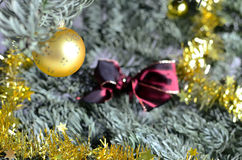 Σφαίρα Χριστουγέννων με το κόσμημα Στοκ εικόνες με δικαίωμα ελεύθερης χρήσης
