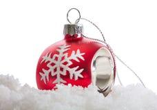Σφαίρα Χριστουγέννων με το χιόνι Στοκ εικόνες με δικαίωμα ελεύθερης χρήσης