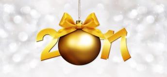 Σφαίρα Χριστουγέννων με το χρυσό τόξο κορδελλών σατέν ελεύθερη απεικόνιση δικαιώματος