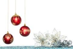 Σφαίρα Χριστουγέννων πολυτέλειας και λουλούδι, κρεμώντας διακόσμηση Στοκ εικόνες με δικαίωμα ελεύθερης χρήσης