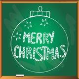 Σφαίρα χριστουγεννιάτικων δέντρων στον πίνακα κιμωλίας Στοκ εικόνες με δικαίωμα ελεύθερης χρήσης