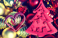 Σφαίρα χρώματος Χριστουγέννων σε ένα κιβώτιο Στοκ Φωτογραφία