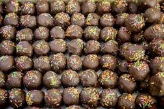 Σφαίρα Choccolate στο κατάστημα αρτοποιείων Στοκ φωτογραφία με δικαίωμα ελεύθερης χρήσης