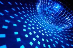 Σφαίρα Disco με τον μπλε φωτισμό Στοκ εικόνα με δικαίωμα ελεύθερης χρήσης