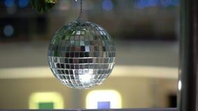 Σφαίρα Disco που διακοσμείται απόθεμα βίντεο