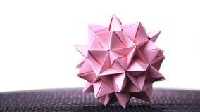Σφαίρα origami Stellated στο άσπρο υπόβαθρο φιλμ μικρού μήκους
